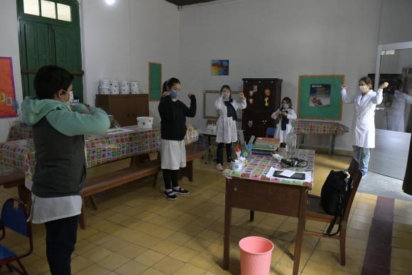 Inicio de clases tras cuarentena en Escuela Rural N°30 en Cuchilla de Paraná en Sarandí Grande. Foto: Leo Mainé.