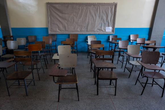 La pandemia reduce la posibilidad de ir a clases en el mundo. Se aprende a distancia. Foto: EFE.