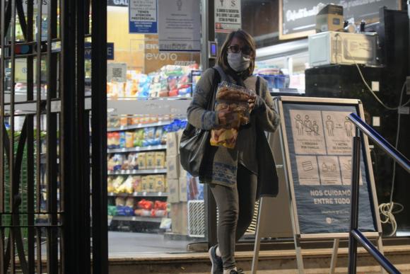 Coronavirus: tapabocas en supermercados. Foto: Gerardo Pérez.