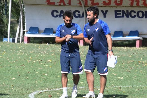 Martín tiene como ayudante técnico a su hermano Diego. FOTO: Leo Mainé.