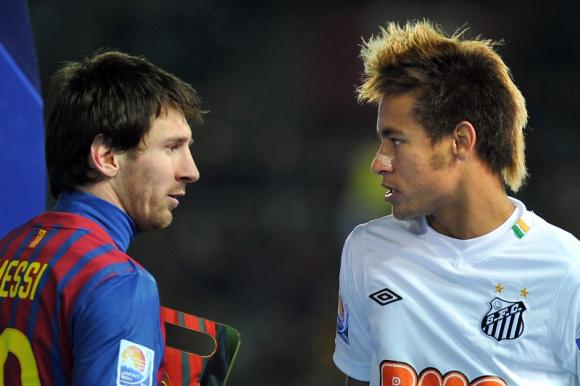 Lionel Messi y Neymar luego de la final del Mundial de Clubes entre Barcelona y Santos. Foto: AFP