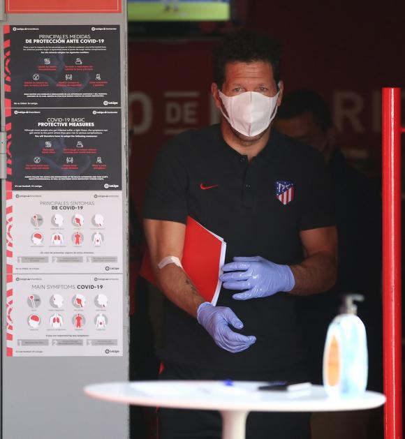 Diego Simeone con las medidas sanitarias en Majadahonda. Foto: EFE.