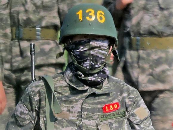 Son Heung-min con el uniforme militar