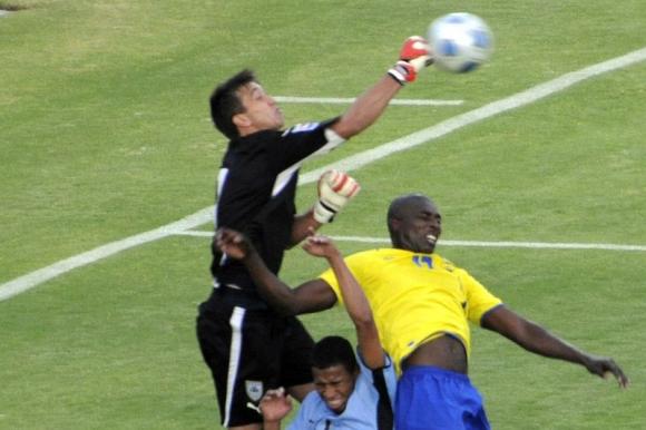 Fernando Muslera con la selección uruguaya frente a Ecuador. Foto: AFP.