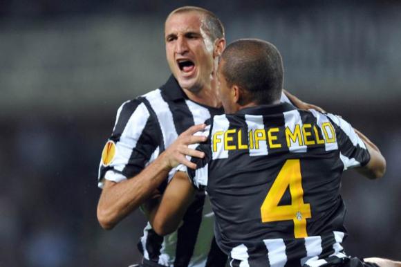 Giorgio Chiellini y Felipe Melo con la camiseta de Juventus. Foto: AFP.