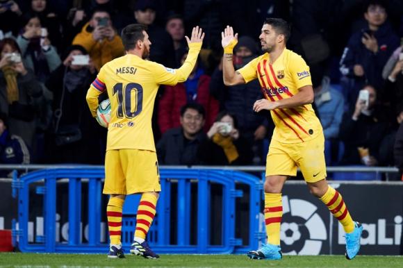 Luis Suárez y Lionel Messi celebrando uno de los goles con Barcelona. Foto: EFE.