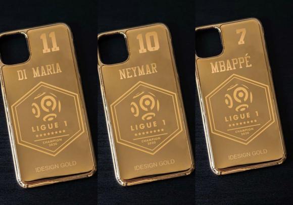 Las fundas bañadas en oro para los jugadores del PSG. Fotos: @idesigngold