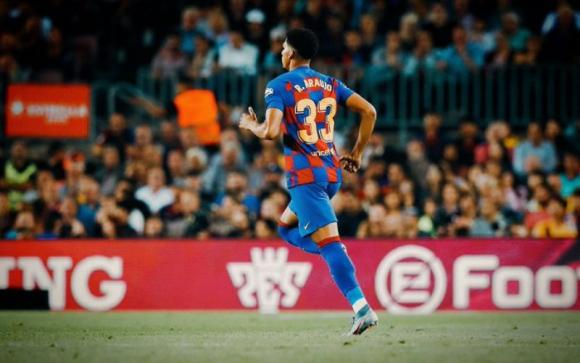 La apuesta del Barcelona por Ronald Araujo va en serio