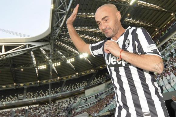 Paolo Montero en un juego de leyendas con la camiseta de Juventus. Foto: Archivo.