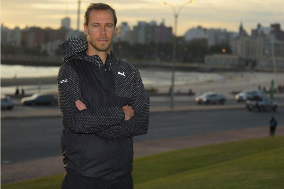 Krisztián Vadócz disfruta de Montevideo, pero aseguró no estar de paseo. Foto: Leonardo Mainé.