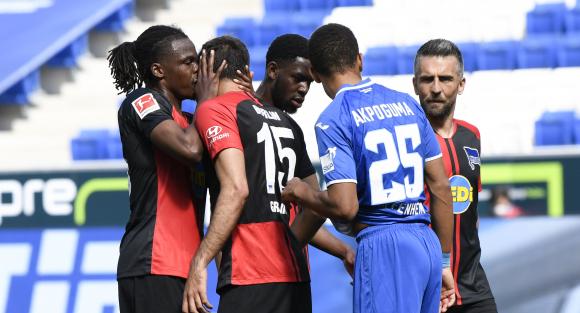 Los jugadores del Hertha Berlin tras uno de los goles. Foto: AFP.