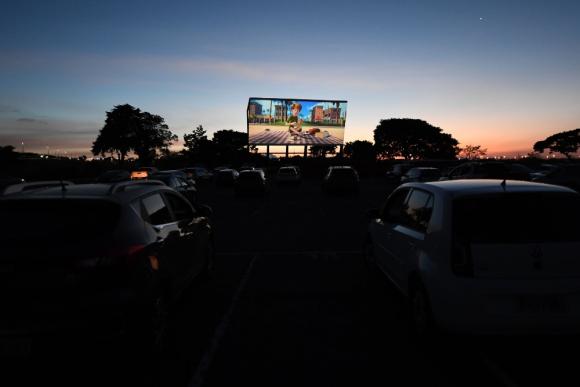 Los autocines, la forma de ver cine en tiempos de coronavirus. Foto: Archivo El País.