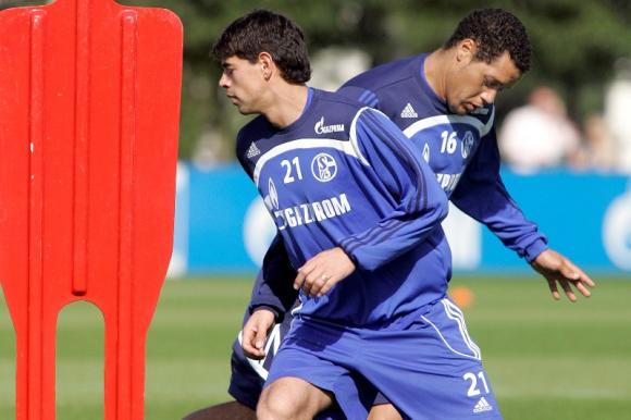 Carlos Grossmüller y Darío Rodríguez en su paso por el Schalke 04. Foto: Archivo.
