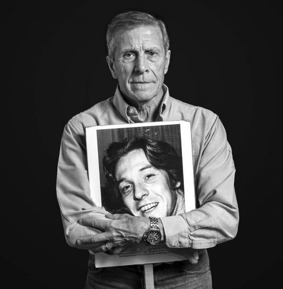 El Maestro Tabárez con la imagen de Juan Pablo Recagno Ibarburu. Foto: Imágenes del silencio