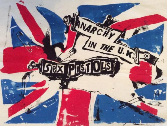 """Tercer puesto: """"Anarchy in the UK"""" de Sex Pistols, lanzada en 1976"""