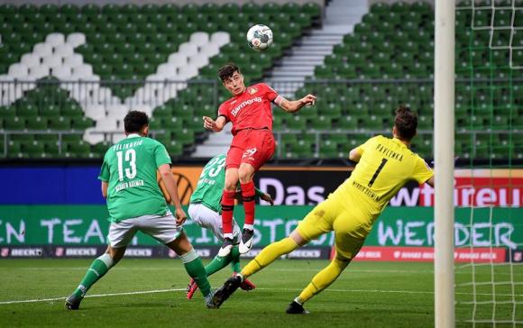 En el último partido fue la figura marcando dos goles para la victoria 4-1 del Leverkusen. Foto: EFE