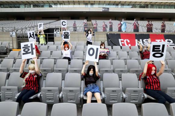 Muñecas inflables del FC Seúl