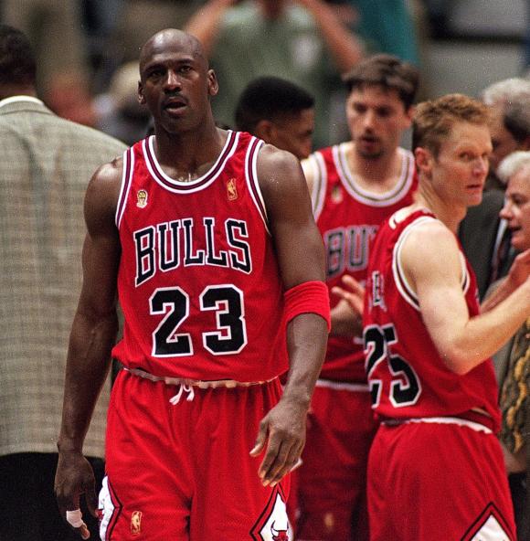 Jordan con frecuencia era mezquino. En el documental parece que se burla de la migraña de un compañero y a menudo se refería a sus pares con insultos.