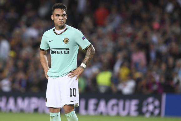Lautaro Martínez en el Camp Nou, territorio de Barcelona que visitó con el Inter. Foto: AFP.