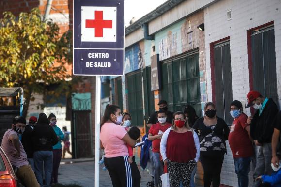 Buenos Aires: restringirán la circulación entre la provincia y la ciudad; el sábado extenderán la cuarentena. Foto: EFE