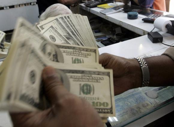 Dólar en baja en la semana. Foto: AFP