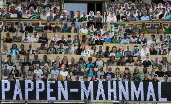 Los hinchas de cartón del Borussia Monchengladbach. Foto: Reuters.