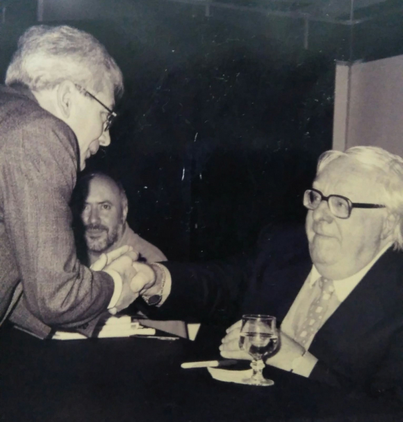 Ruben Loza Aguerrebere en su encuentro con Ray Bradbury en Buenos Aires. Foto: Difusión