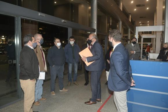 Autoridades de Salto se reunieron con el presidente Luis Lacalle Pou. Foto: Marcelo Bonjour