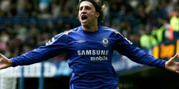 Hernán Crespo festejando un gol con el Chelsea