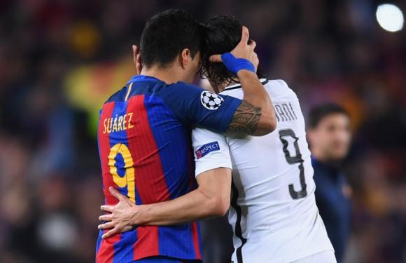 Luis Suárez y Edinson Cavani: dos delanteros de raza en Barcelona y PSG. Foto: AFP.