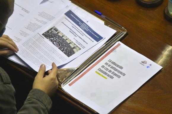La comisión especial trata hoy 80 artículos de la LUC que fueron desglosados ayer. Foto: Leonardo Mainé