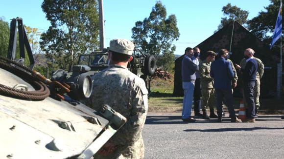 Luis Lacalle Pou y el ministro de Defensa, Javier García, visitaron puestos de control en el departamento de Rivera. Foto: Mateo Vázquez