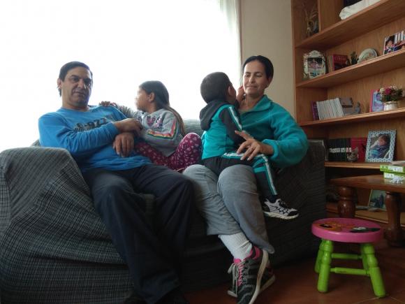 María y Pablo con sus hijos