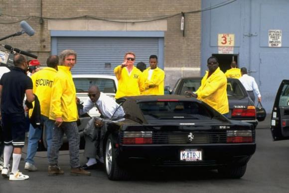 Michael Jordan bajando de una Ferrari