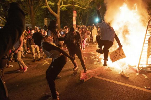 Manifestaciones en la Casa Blanca. Foto: AFP