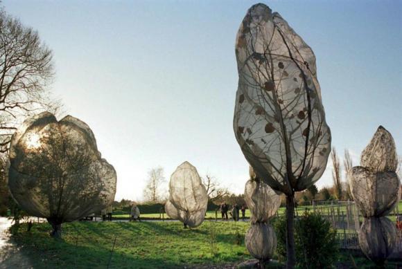 El artista Christo y una obra en el Berower Parc de Suiza. Foto: EFE