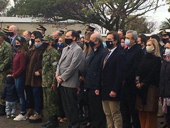 Honores fúnebres a los tres marinos asesinados el domingo. Foto: Ministero de Defensa.