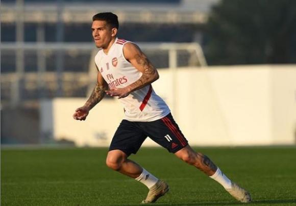 Lucas Torreira entrenando con el Arsenal.