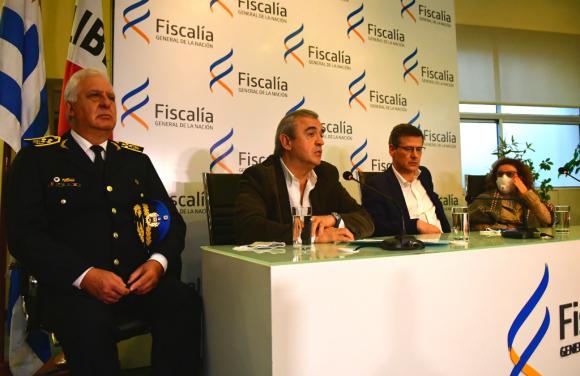 """El ministro del Interior, Jorge Larrañaga, explicó ayer que """"había un conocimiento previo"""" del matador con las tres víctimas. Foto: Francisco Flores"""