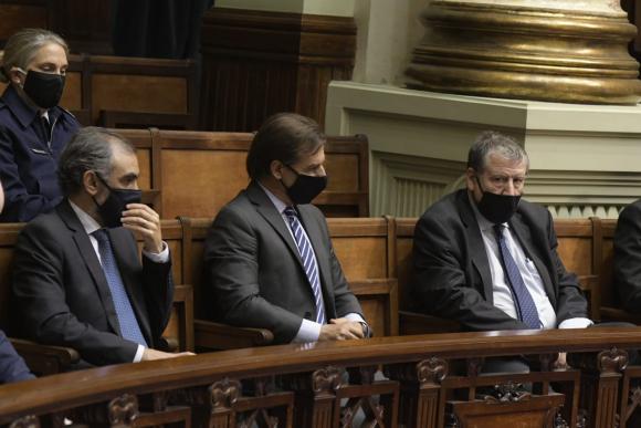 Luis Lacalle Pou en la Cámara de Senadores mientras se discute la ley de urgente consideración. Foto: Darwin Borrelli.