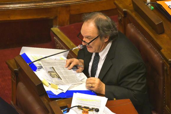 El diputado de Cabildo Abierto, Eduardo Lust, fue quien interpeló a los cuatro ministros, incluido uno de su partido. Foto: Leonardo Mainé