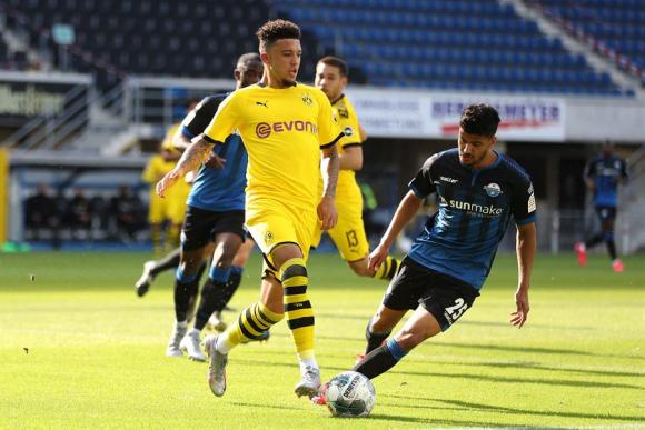 Jadon Sancho con el Dortmund ante Paderborn, hizo un hat-trick. Foto: EFE