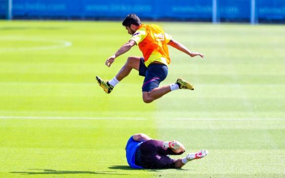 Luis Suárez entrenando a tope con el Barcelona