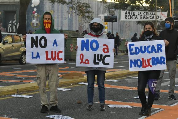 "Pit-Cnt se movilizó en rechazo a la LUC: Abdala dijo que ""la ..."