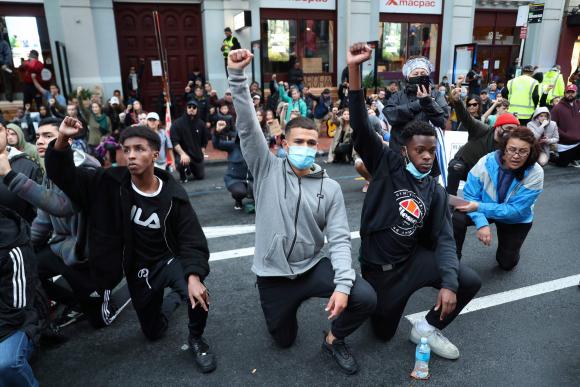 Playa vestir convergencia  Don't do it»: El mensaje solidario de Nike divide a los consumidores -  05/06/2020 - EL PAÍS Uruguay