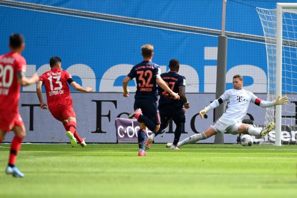 El gol de Lucas Alario que abrió el marcador para el Leverkusen. Foto: EFE.