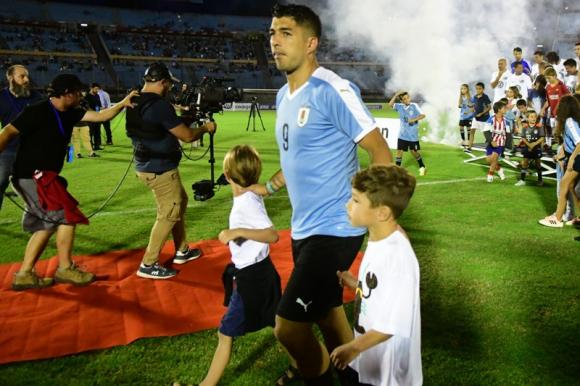Luis Suárez en el partido despedida de Diego Forlán. Foto: Marcelo Bonjour.