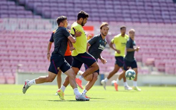 Luis Suárez en el entrenamiento que realizó Barcelona en el Camp Nou. Foto: Barcelona
