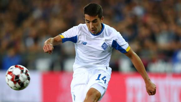 Carlos de Pena con la camiseta del Dinamo de Kyiv.