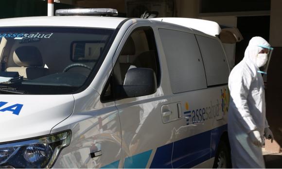 Ambulancia de ASSE realiza hisopados por coronavirus. Foto: Mateo Vázquez